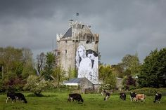 Living Design - Um mural pela diversidade das formas de amor no interior da Irlanda - castelo medieval Caherkinmonwee