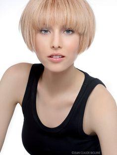 thumb Vog Coiffure, Short Bob Styles, Short Cuts, Beige Blonde Hair, Bob With Bangs, Bob Bangs, Hair Color And Cut, Hairdresser, Beauty Women