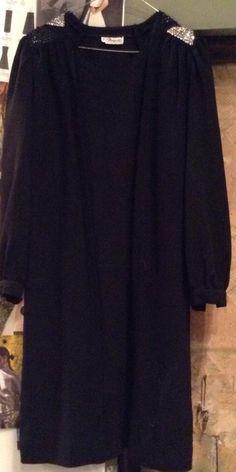 Long sleeves black dress  35€