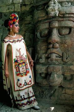 Young woman in mayan dress posing by statue of sun god at mayan ruins of kohunlich yucatan mexico indian feather decoration accessories maxi love bohemiastyle shopping clothing stylish fashion design boho amazing Mexican Folk Art, Mexican Style, Mexican Artwork, Mexican Heritage, Inka, Mexican Fashion, Style Ethnique, Aztec Art, Beauty And Fashion