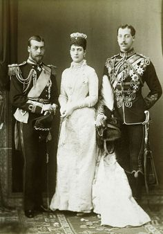HRH ALEXANDRA THE PRINCESS OF WALES WITH HER SONS GEORGE AND EDDY
