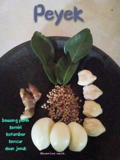 Peyek Fruit Recipes, Asian Recipes, Cooking Recipes, Food N, Food And Drink, Indonesian Cuisine, Indonesian Recipes, Happy Cook, Malay Food
