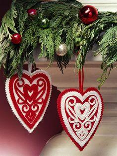 Victorian Hearts   50 DIY Felt Christmas Tree Ornaments | Shelterness