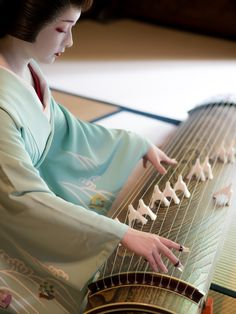 Few words about the music world behind Kyoto teahouses' door 👑🎶🎵 Japanese Beauty, Asian Beauty, Kyoto, Geisha Art, Memoirs Of A Geisha, Japanese Landscape, Japanese Aesthetic, Japan Photo, We Are The World