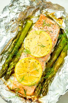Foil Pack Grilled Salmon with Lemony Asparagus These super-fresh salmon grill packs make clean-up a breeze. Get the recipe from Delish. Easy Fish Recipes, Side Dish Recipes, Seafood Recipes, Paleo Recipes, Cooking Recipes, Grill Recipes, Picnic Recipes, Picnic Foods, Lime Recipes