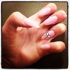 Pointed nails with bow