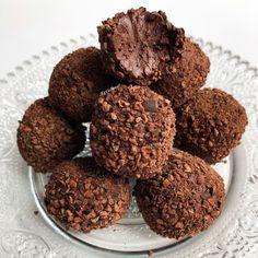 """""""Mi piace"""": 1,120, commenti: 34 - FITvsSWEET (@fitvssweet) su Instagram: """"IRRESISTIBILE SCIOGLIEVOLEZZA...è la prima cosa che ho pensato appena li ho assaggiati e si sono…"""" Cookies, Chocolate, Desserts, Instagram, Food, Crack Crackers, Tailgate Desserts, Deserts, Biscuits"""