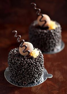Little cakes with a big taste #cake #cupcake #birthdaycake