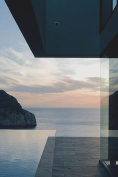Amazing Modern Home with Infinity Edge Pool and Ocean View Architecture Design, Contemporary Architecture, Architecture Tumblr, Design Exterior, Interior And Exterior, Infinity Pool, Decoration Design, My Dream Home, Future House