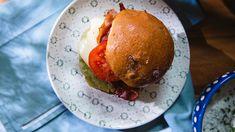 Burgery z bobu - przepis wideo w Kuchni+