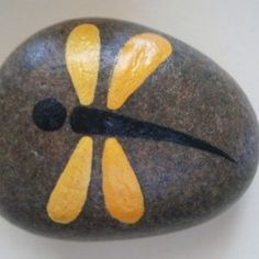 23 DIY Ideas Of Painted Rocks with Inspirational Picture and Words 23 DIY-Ideen von gemalten Felsen mit inspirierendem Bild und. Dragonfly Painting, Pebble Painting, Pebble Art, Stone Painting, Diy Painting, Painting Abstract, Dragonfly Crafts, Nativity Painting, Shell Painting