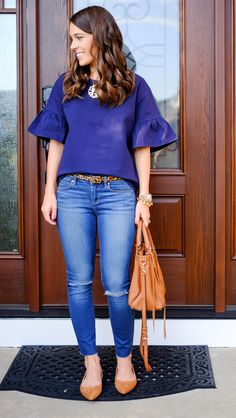 Ruffled sleeve blouse in navy (J Crew), jeans, animal print belt, gold necklace with large pendant, tan bag and flats Spring Outfits Women Casual, Early Fall Outfits, Casual Outfits, Summer Outfits, Cute Outfits, Summer Clothes, Blue Blouse Outfit, Look Fashion, Fashion Outfits