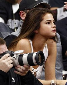 #SelenaGomez At Lakers Spurs Game In San Antonio #celebritystyle http://www.thefashionstyles.com/2016/02/08/selena-gomez-at-lakers-spurs-game-in-san-antonio/