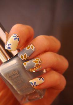 Simple floral nail art