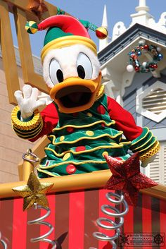 Christmas Donald Duck in the Box Disney Christmas Parade, Disney Very Merry Christmas, Disney Christmas Decorations, Disney World Christmas, Mickey Christmas, Disney Dream, Disney Love, Disney Magic, Disney Mickey