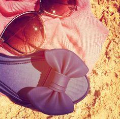 #Melissa Seduce é ítem obrigatório na mala de quem vai para a praia e adora um look navy. #melissarainbow