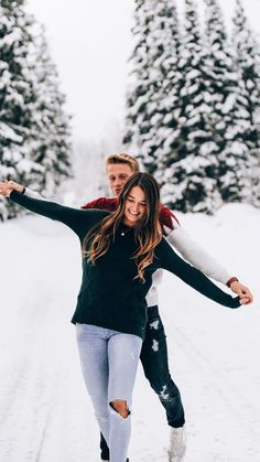 Winter Couple Pictures, Winter Engagement Pictures, Engagement Photos, Cute Instagram Pictures, Cute Photos, Couple Photoshoot Poses, Couple Shoot, Cute Relationship Goals, Cute Relationships