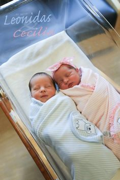 Super Ideas For Photography Baby Twins Newborn Session Cute Baby Twins, Boy Girl Twins, Cute Little Baby, Baby Kind, Little Babies, Cute Baby Pictures, Newborn Pictures, Twin Babies, Baby Girl Newborn