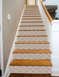 A Roman-style tilework pattern; intricate, understated and attractive. At last, a way to make your stairways beautiful! RiserArt presents these specially designed art creations perfect for making your stairway a conversation piece. Stair Art, Stair Decor, Vinyl Panels, Decoration Photo, Marble Stairs, Tile Stairs, 3d Tiles, Mosaic Tiles, Basement Stairs