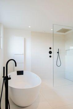 Bathroom Renos, Master Bathroom, Avalon House, Black White Bathrooms, Bathroom Goals, Bathroom Interior Design, Beautiful Bathrooms, Bathroom Inspiration, Bathtub