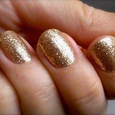 Glitter Gold Manicure / Nails