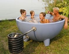 The Weltevree Dutchtub Designed By Floris Schoonderbeek Is A Portable Outdoor Hot Tub That S Heated Fire In An Attached Basket