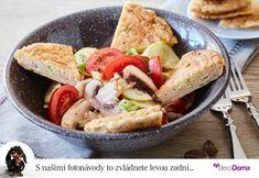 K salátům nemusíte podávat jen bagetu. Vyzkoušejte horký vaječný svítek s parmezánem. Jde to dohromady víc než dobře. K servírování se hodí větší mísa, my vybrali s granitovým vzorem, ve které jídlo krásně vynikne. Cobb Salad, Food, Eten, Meals, Diet