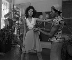Pat Cleveland being fitted by designer Stephen Burrows in his East Village studio in April Burrows was a newly rising star in fashion at this time, especially after the opening of his boutique,. Studio 54, Black Supermodels, African American Models, American History, Vintage Black Glamour, Vintage Style, Girls Rules, Black Models, Black Is Beautiful