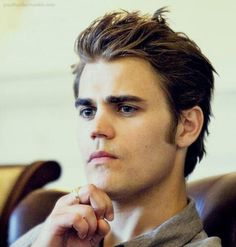 Find images and videos about the vampire diaries, tvd and paul wesley on We Heart It - the app to get lost in what you love. Vampire Diaries Stefan, Serie The Vampire Diaries, Paul Wesley Vampire Diaries, Vampire Diaries Funny, Stefan E Elena, Damon And Stefan, Hot Actors, Actors & Actresses, Estefan Salvatore