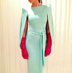 ROBERTO DIZ (tirava-lhe as luvas) Race Day Outfits, Races Outfit, Casual Dresses, Fashion Dresses, Mother Of Bride Outfits, Church Fashion, Races Fashion, Dress Attire, Chic Dress