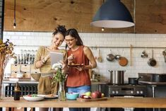 Do you want to make your time in the kitchen a little easier? Check out these tools and gadgets that will slash the time you're spending behind the kitchen bench! Best Cooking Shows, Quinoa, Pantry List, Double Menton, One Meal A Day, Great British Bake Off, Recipe Organization, Le Diner, The Way Home