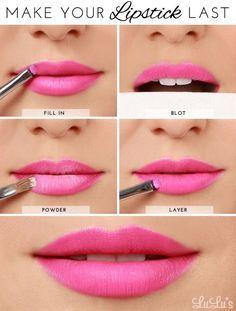 Utilisez cette astuce avec de la poudre pour faire en sorte que votre rouge à lèvres dure pour toujours (ou au moins jusqu'à ce que vous l'enleviez le soir). | 27 schémas pour tout savoir sur le maquillage