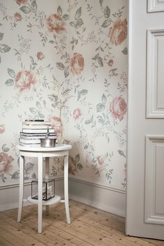 The wallpaper Rose Garden Mural - 8893 from Boråstapeter is a wallpaper with the dimensions x m. The wallpaper Rose Garden Mural - 8893 belongs to the p Wallpaper Online, Wallpaper Samples, Home Wallpaper, Pattern Wallpaper, Swedish Wallpaper, Classic Wallpaper, Garden Mural, Open Fireplace, Inspirational Wallpapers