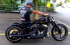 Facebook Group Harley Davidson Breakout Friends Europe