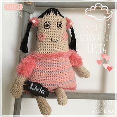 Loes heeft een zusje! Ze heet Livia en binnenkort ook Lena en dan is de #drieling compleet #pop #drieling #knuffel #haken #amigurumi #jufsas #gratispatroon #crochet #amigumridoll #freepattern #amigurumipattern #crocheting #virka #hakeniship #hakenisleuk #DIY #handmade #crocheting #blog #gratis #speelgoed #toy #duurzaam #katoen #Zeeman #actionnederland #Livia #doll #crochetdoll #gehaakt