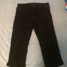 Black capri pants  Stops at mid calf  Only worn once No stains or rips! Celebrity Pink Pants Capris