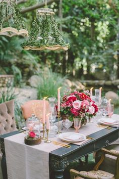 Enchanted wedding table: http://www.stylemepretty.com/little-black-book-blog/2015/02/12/garden-fairytale-valentine-wedding-inspiration/ | Photography: Anna Delores - http://www.annadelores.com/