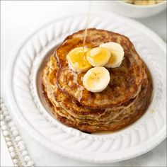 Banana Egg Oat Pancakes Healthy delicious and EASY pancakes The perfect kids or post-workout breakfast bananapancakes bananaeggpancakes healthypancakes glutenfreepancakes Banana Egg Oat Pancakes, Banana And Egg, Tasty Pancakes, Pancakes And Eggs, Pancakes Kids, Comidas Light, Gourmet Recipes, Healthy Recipes, Healthy Baking
