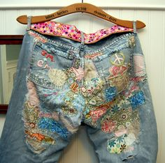 "patched jeans - saving an old pair that's beyond ""repair"" Boho Gypsy, Hippie Boho, Hippie Jeans, Bohemian, Hippie Chick, Hippie Style, Boho Style, Jean Rapiécé, Denim Fashion"