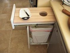 Geniaal idee voor afvalbakje. boat galley | Interesting Galley Idea: Build It In!