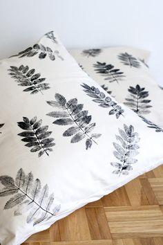 DIY: Cojines estampados con hojas | Decorar tu casa es facilisimo.com