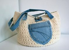 Crochet and Upcycled jeans bag by Luz Patterns - Craftsy Crochet Handbags, Crochet Purses, Crochet Bags, Recycle Jeans, Upcycle, Pinterest Crochet, Denim Bag, Bead Crochet, Knitted Bags
