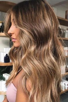 Auf dieses Wundermittel haben wir gewartet: Mit Olaplex lassen sich die Haare f… We have been waiting for this miracle cure: with Olaplex, the hair can be dyed without stressing it. Information about salon and at home. Brown Hair Balayage, Brown Blonde Hair, Brunette Hair, Bronde Balayage, Long Brunette, Balayage Brunette, Bronde Haircolor, Gray Hair, Dyed Hair
