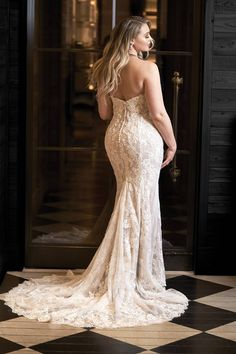27 Plus Size Wedding Dresses to Flatter and Flaunt Your Curves - Justin Alexander [link - Plus Size Wedding Guest Dresses, Wedding Dresses For Girls, Bridal Gowns, Wedding Gowns, Wedding List, Wedding Lingerie, Party Gowns, Bouquet Wedding, Formal Wedding