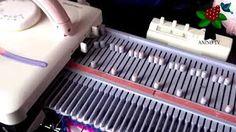 Machine à tricoter - Silver Reed LK150 - YouTube