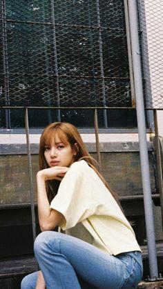 Kim Jennie, Kpop Black Pink, Yg Entertainment, K Pop, Rapper, Korean Girl Groups, Kpop Girl Groups, Lisa Blackpink Wallpaper, Lisa Bp