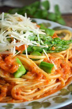 Pyszny makaron w sosie pomidorowym - niebo na talerzu I Foods, Spaghetti, Cooking, Ethnic Recipes, Book, Fit, Kitchen, Shape, Book Illustrations