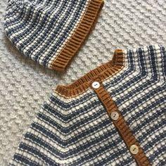 Image of StrikkeStreger Cardigan Og Hue 0 Mdr. til 2 År Knitting For Kids, Crochet For Kids, Knit Crochet, Crochet Poncho Patterns, Baby Knitting Patterns, Cute Baby Boy, Cute Babies, Baby Barn, Boy Fashion