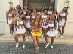 Zulu Traditional Attire, South African Traditional Dresses, Most Beautiful Black Women, I Love Black Women, Beautiful Ladies, African Wear, African Fashion, Natural Wedding Hairstyles, African Accessories