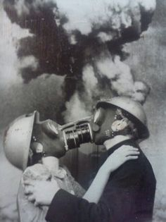 Final Kiss surreal nuclear apocalypse vintage portrait photo freaky , odd and very cool , the next big thing in romantic alternative wedding photos perhaps ? Gas Mask Art, Masks Art, Gas Masks, Urbane Kunst, Arte Obscura, Collage Art, Vintage Photos, Vintage Halloween Photos, Art Photography